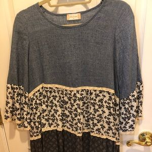 Very cute and comfy top (soft denim style)